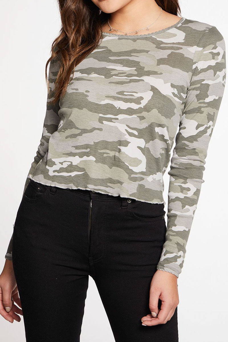 Chaser Ribbed Scallop Edge Ls In Camo 72996