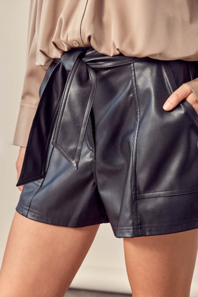 faux leather short with tie in black 96575